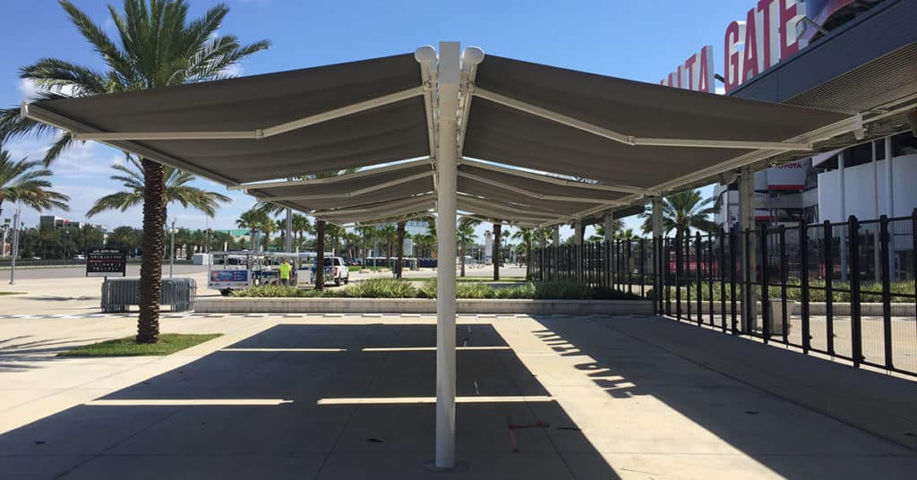 Retractable awning in Orlando